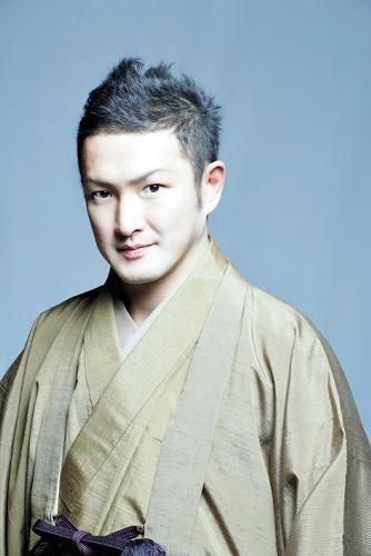 歌舞伎役者としての中村獅童も。左利きの有名人