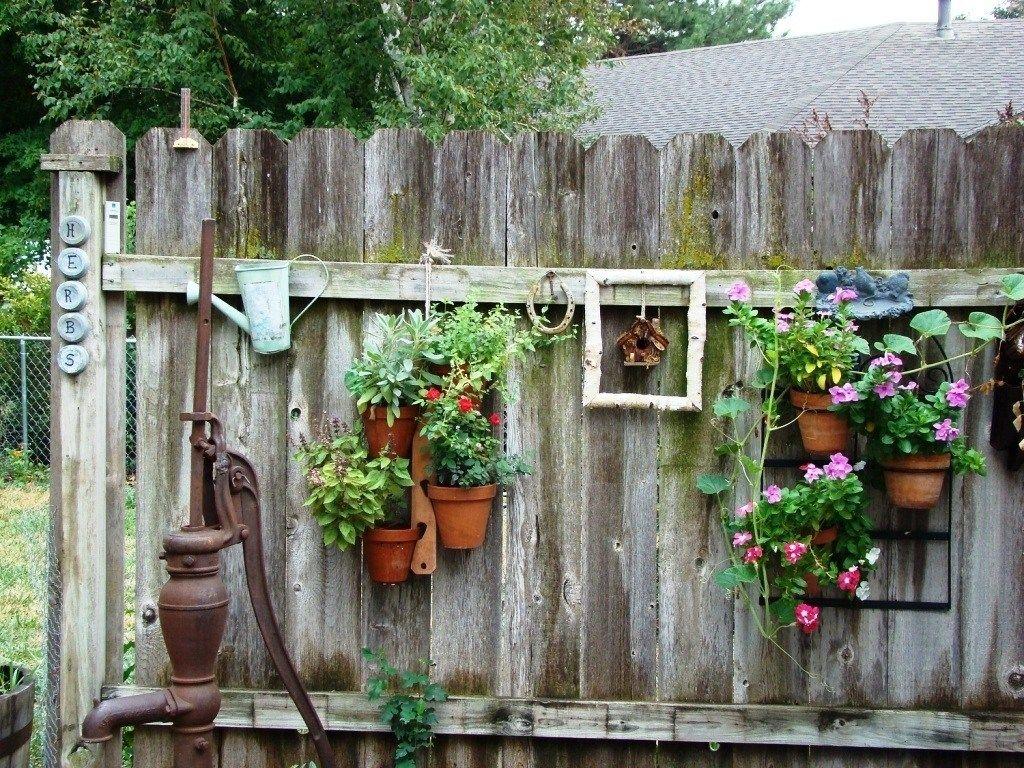 Easy Rustic Garden Ideas  Backyard fence decor, Rustic garden