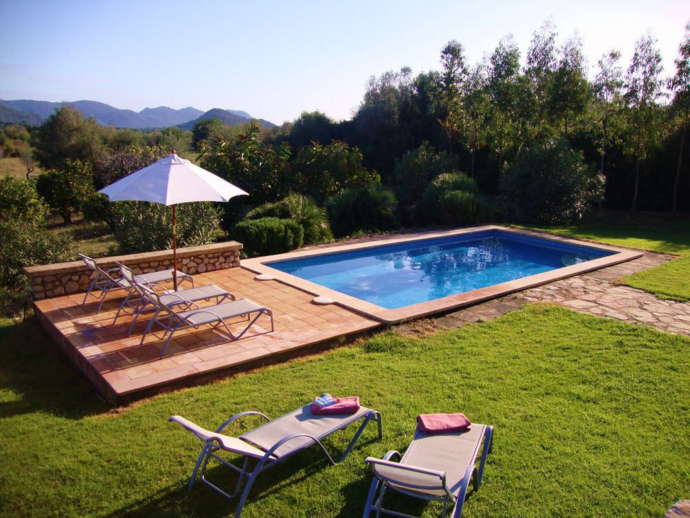 Garten mit pool gestalten  bild kleiner garten pool graeser mediterran hinterhof - aabbeatv ...