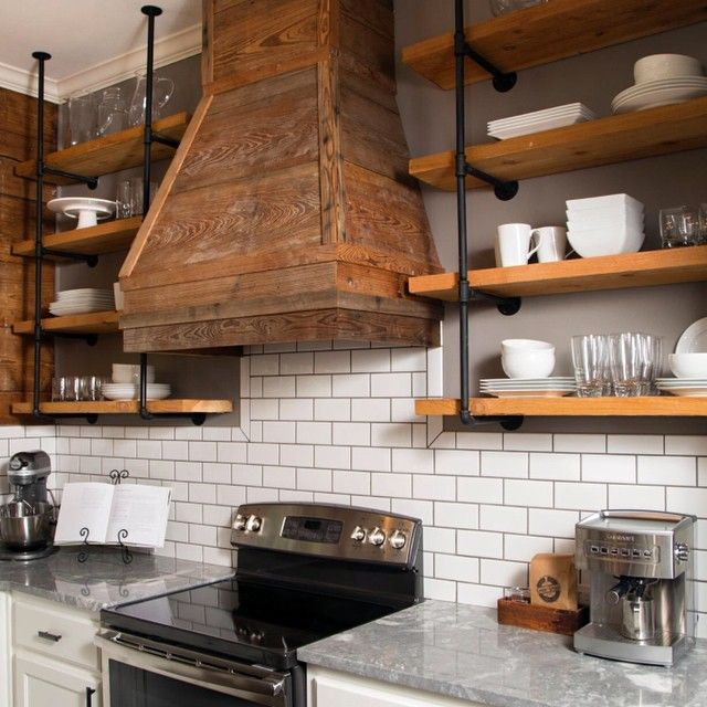 Open industrial shelving decoraci n estantes para for Estante de cocina industrial