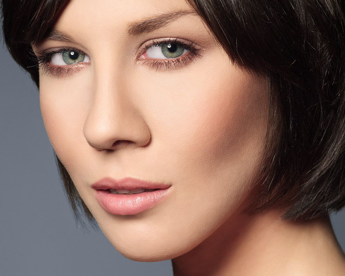 Close-up of a model with natural make-up. - www.captureimagery.co.uk