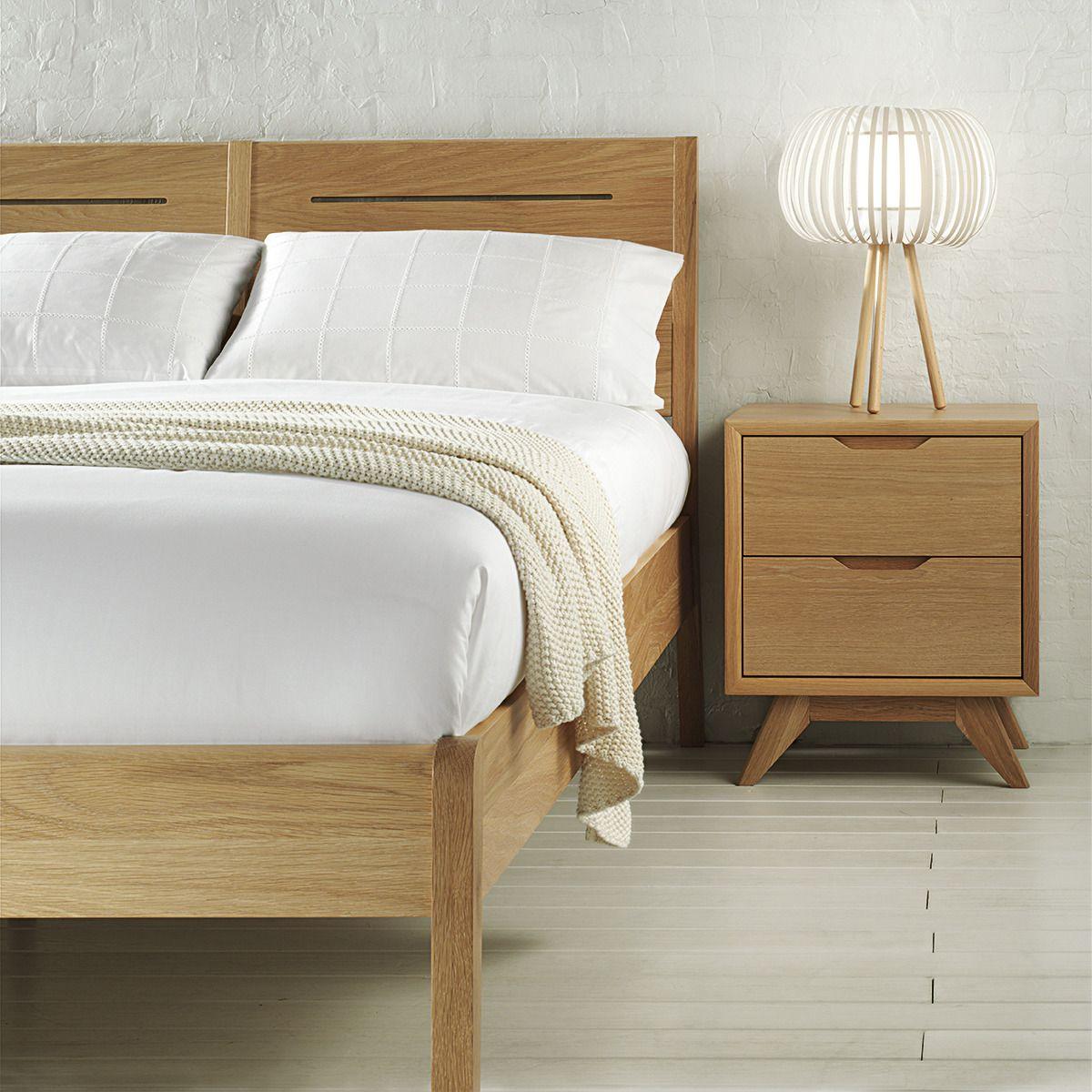 Pin De Cris P En Deco Bedroom Pinterest La Corte Mesita  # Muebles De Bedroom En Ingles