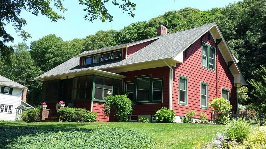 Want An Eco Friendly Home Our Cedar Ridge Siding And King Quality 9800 Series Windows Provide Benefits For Both Th Eco Friendly House House Styles Roof Repair