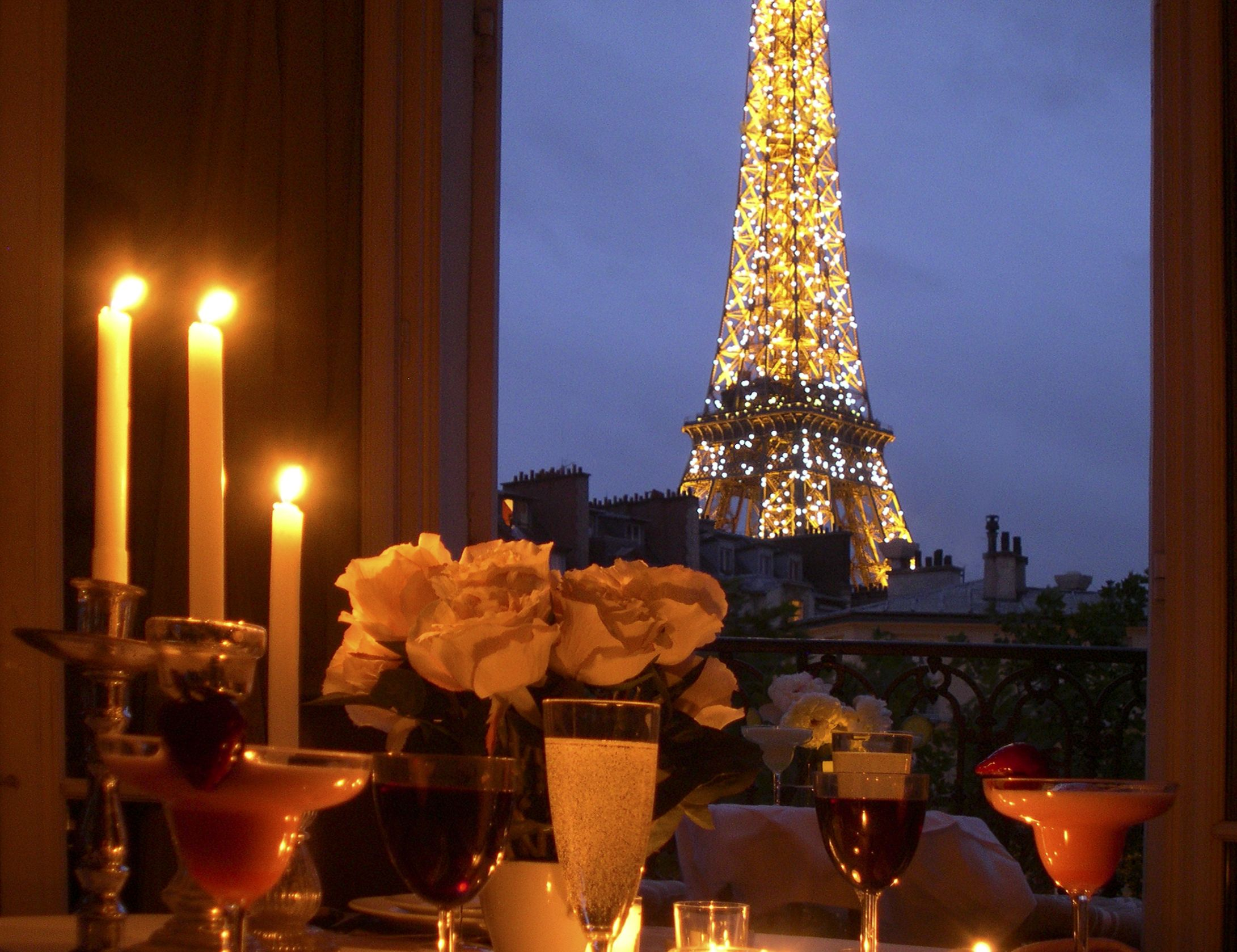 Where to say i love you in paris romantic getaways for Places to go for romantic weekend