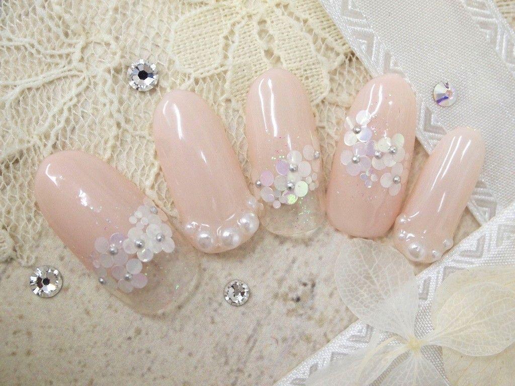 パールの入ったピンクベージュに、小さなお花がたくさん☆目立ちすぎること