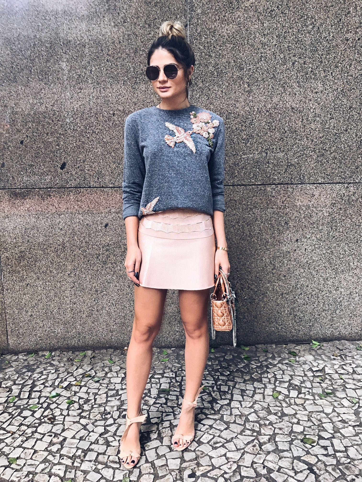 e2269dcbd2 Look da Thassia Naves com saia rosa clara