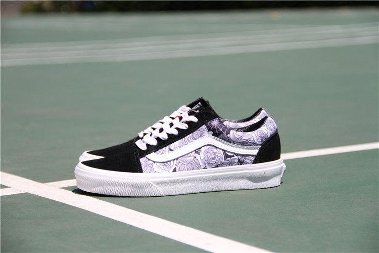 Vans Old Skool White Rose Black Rose Vn0a31z9nzg21 Vans Vans Old Skool Vans Vans Old Skool Sneaker