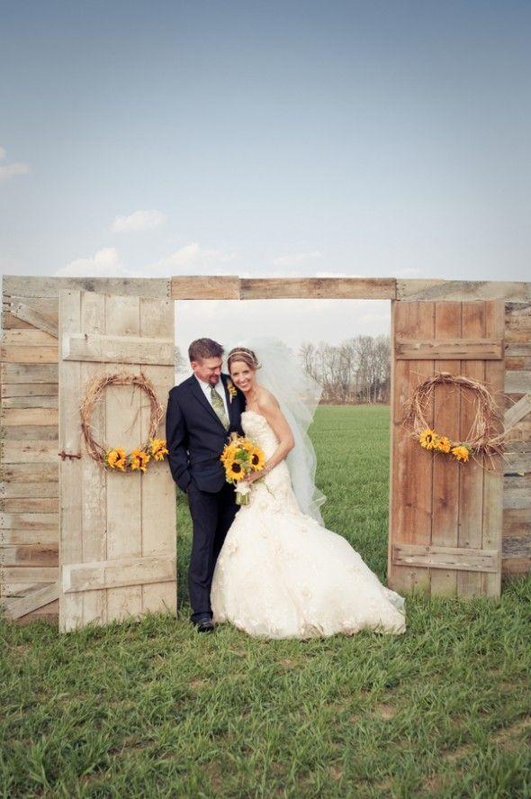 Gallery rustic country barn door and suunflowers wedding backdrop - Deer Pearlu2026 & Gallery: rustic country barn door and suunflowers wedding backdrop ... pezcame.com