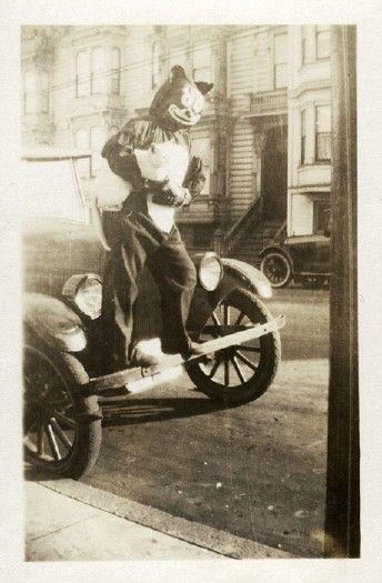 "Halloween costume of ""Felix the Cat"",in the 1920s."