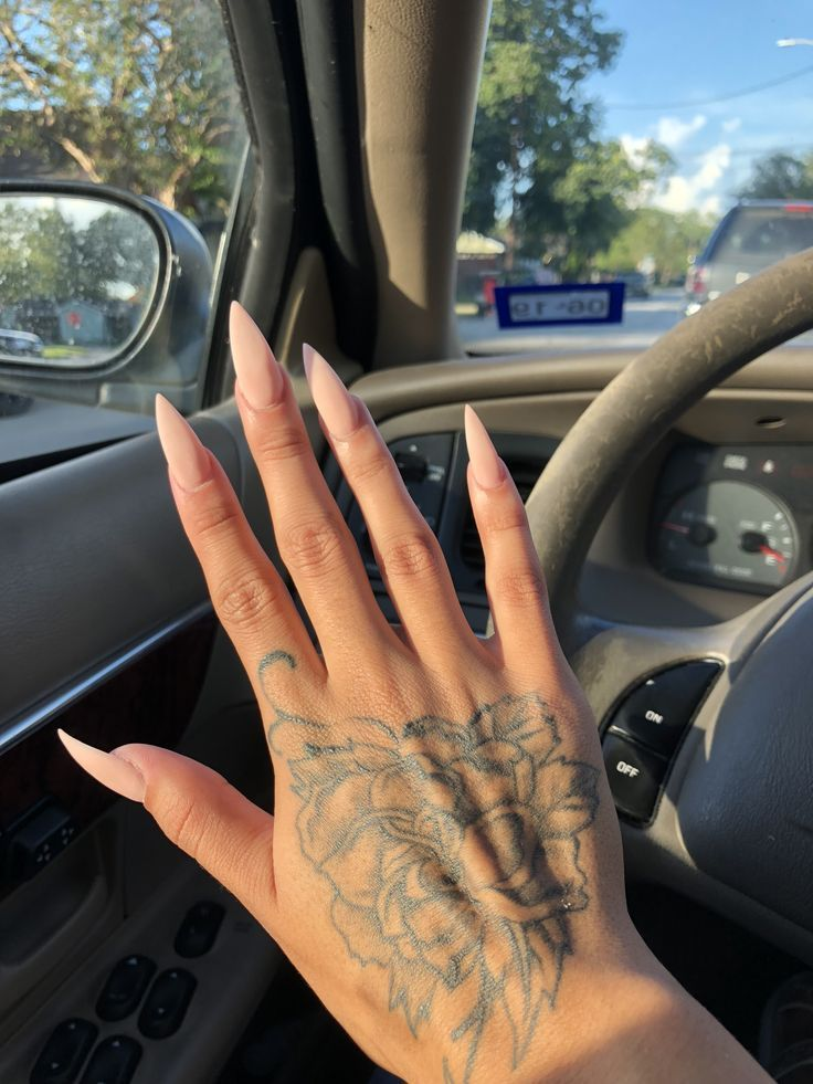 Photo of @wenig__ – Stiletto Nails – NailiDeasTrends