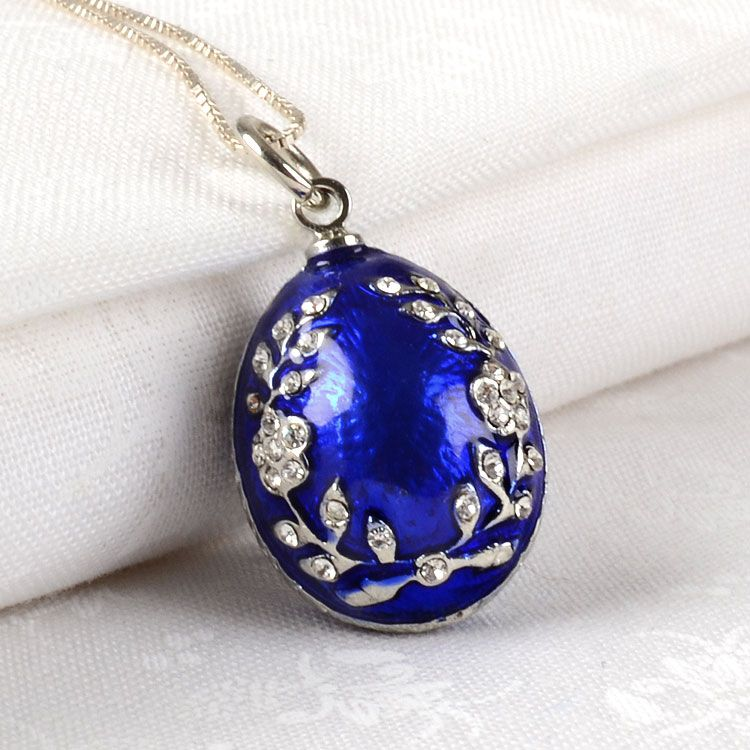LOVE faberge eggs! This is an egg pendant for a necklace : )