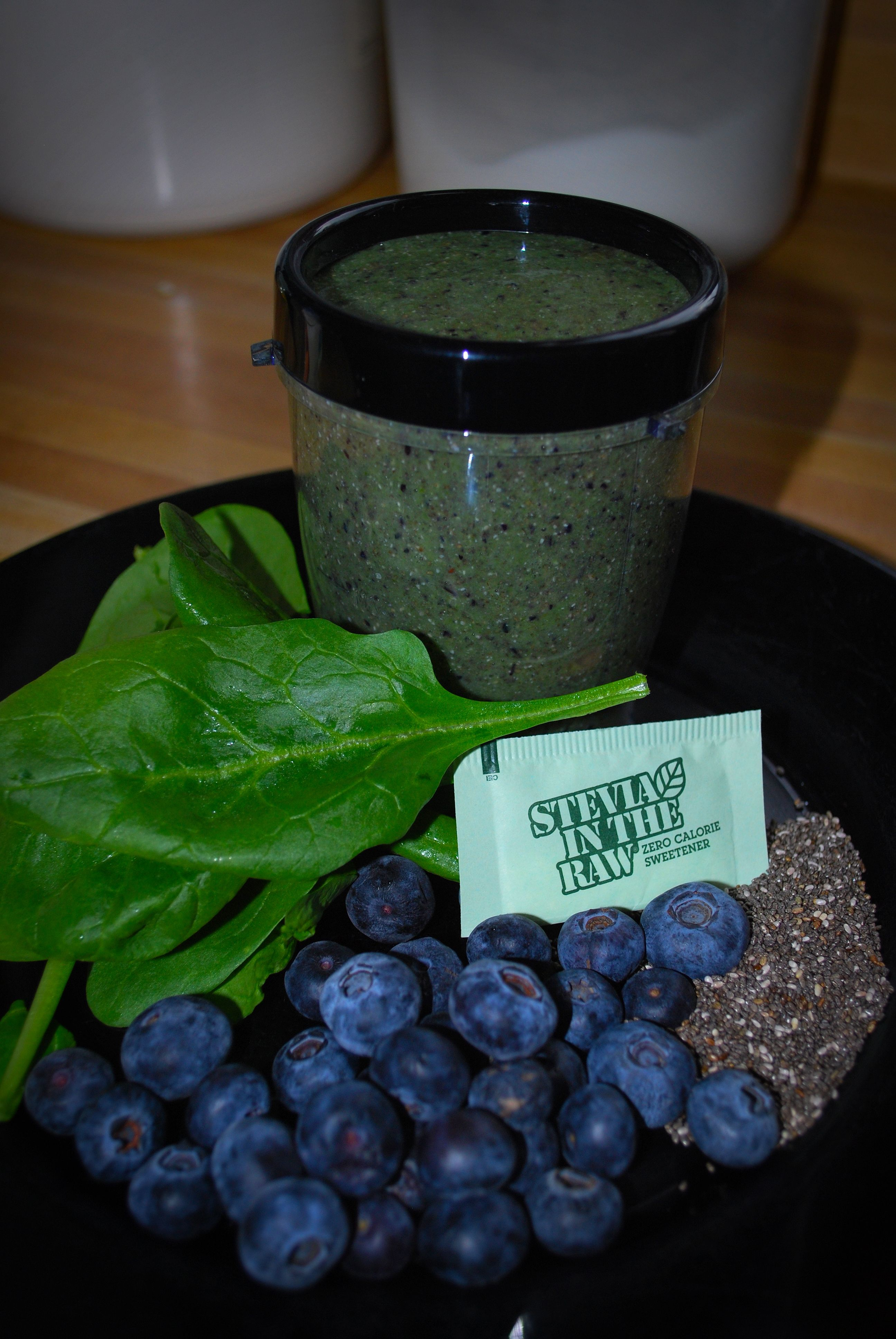 Calories in 1/2 cup of raw spinach