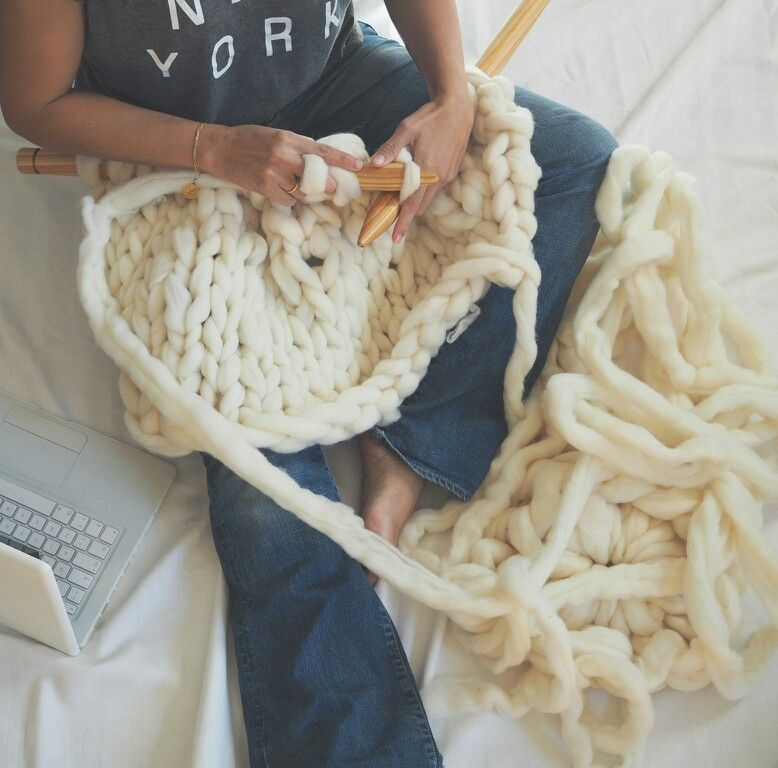 Awesome. Chunky Merino wool and needles XXL. www.knittingnoodles.es
