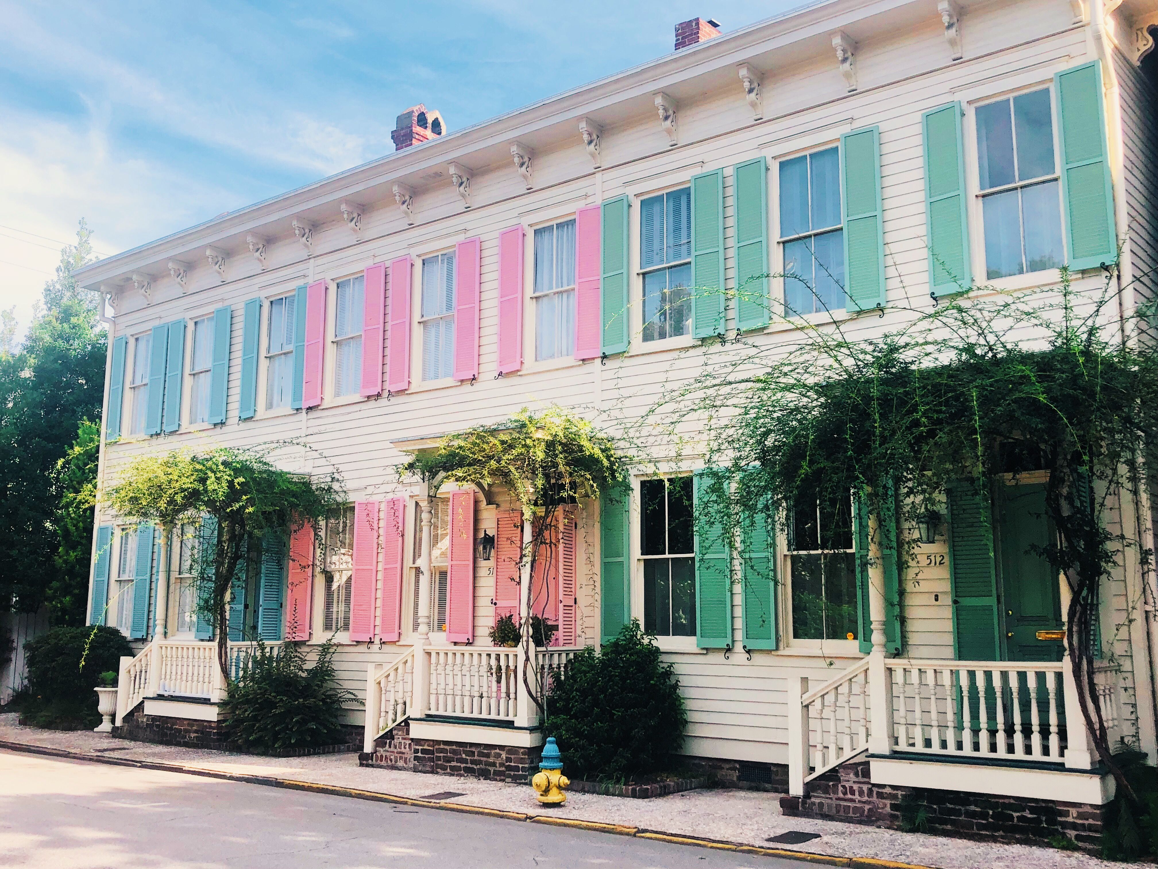 Rainbow Row Savannah Georgia Savannah Chat Pink Hotel Rainbow Row