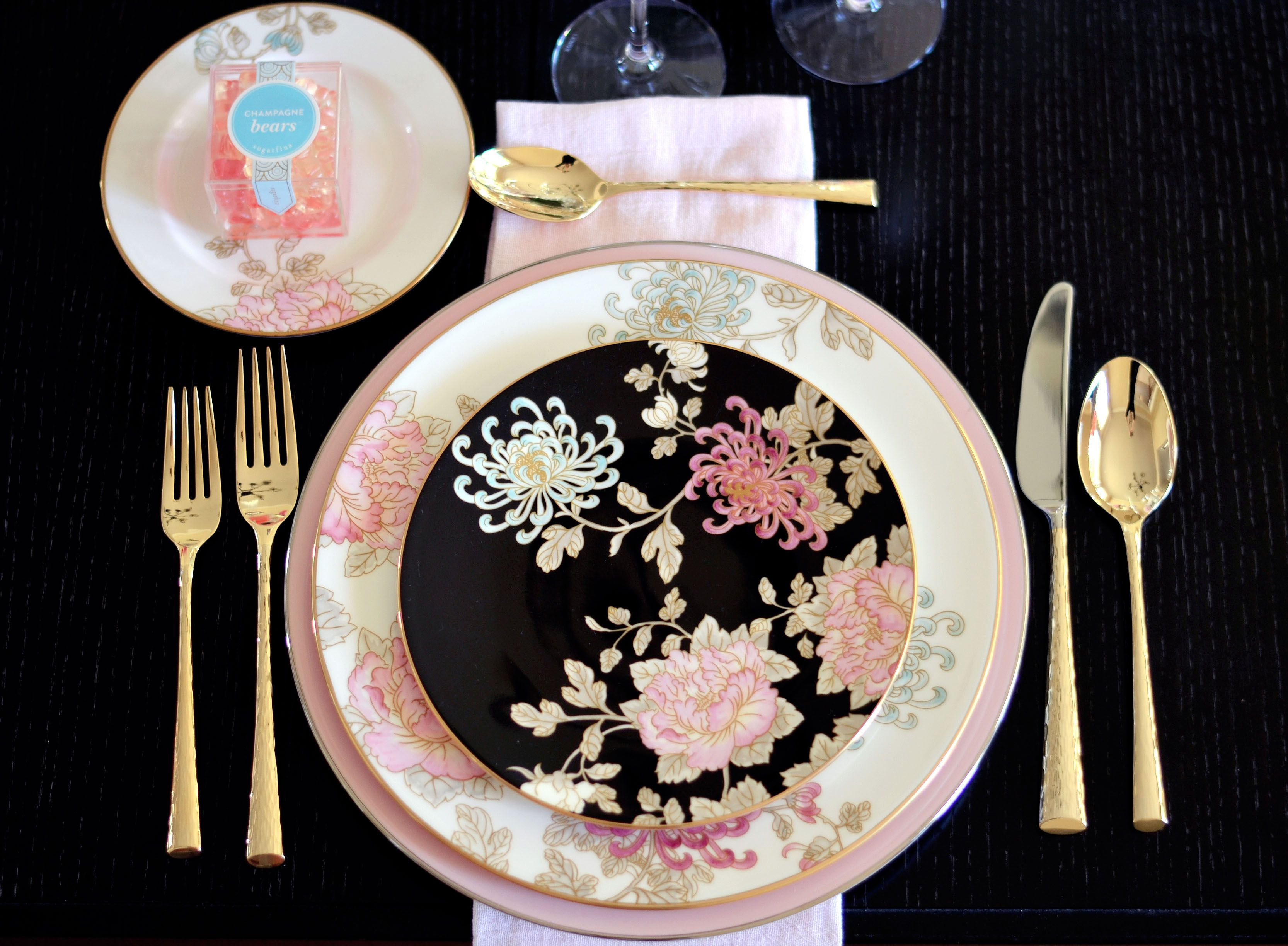 Marchesa\u0027s \u0027Painted Camellia\u0027 Dinnerware Imperial Caviar Table setting with Table + Dine by Stefanie of The Style Safari easter entertaining easter table ... & Bohemian Glam Table with Table+Dine and Marchesa \u0027Painted Camellia ...