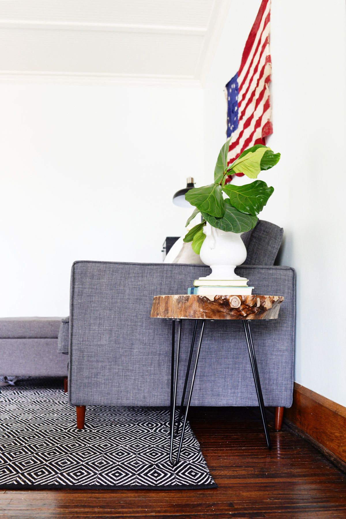 Diy home decor wood  DIY Wood Slab Side Table With Hairpin Legs  Interioare  Pinterest