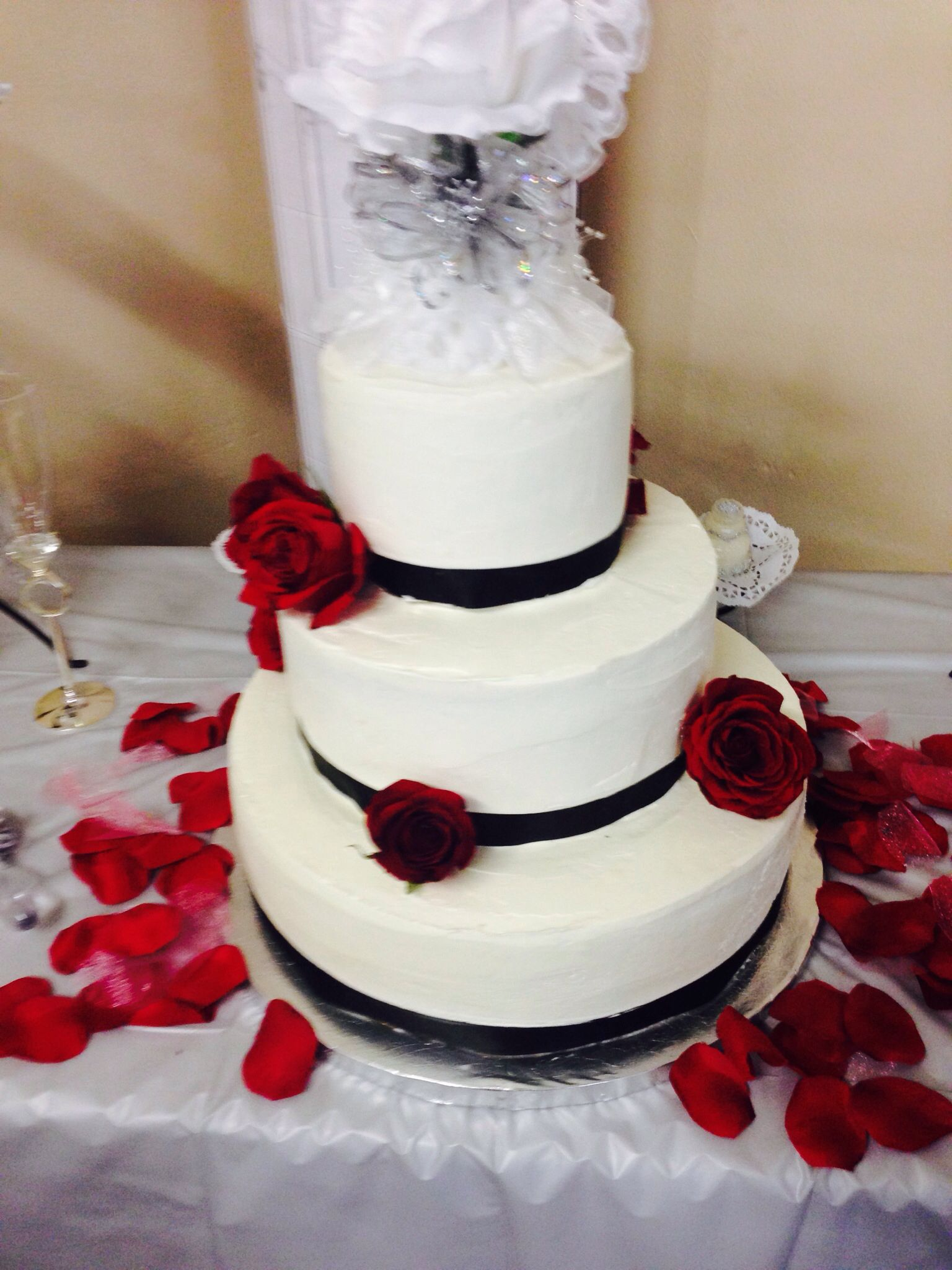 Two tier vanilla wedding cake red black and white sarah and larry