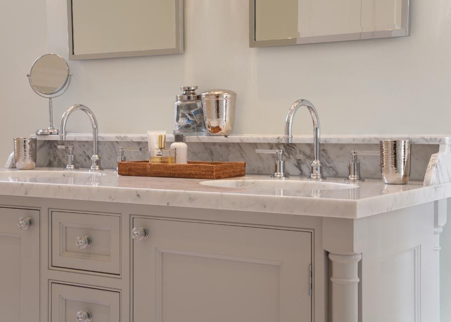Love the marble with the grey cabinet. Lovely!
