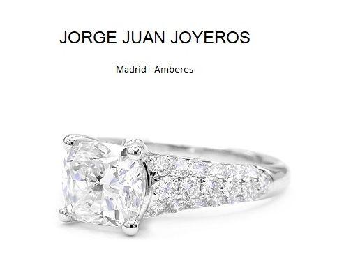 437cdec47e67 Anillo de compromiso de Jorge Juan Joyeros realizado con diamantes y talla  cushion central