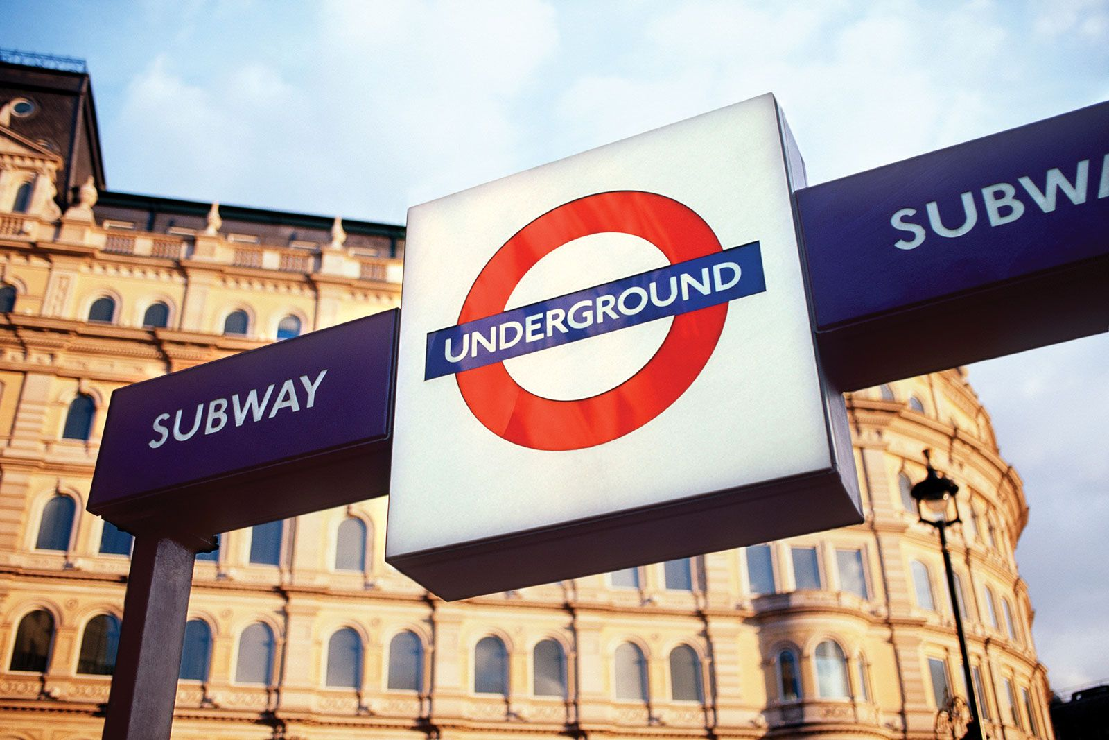 Mind the Gap the London Underground Sign