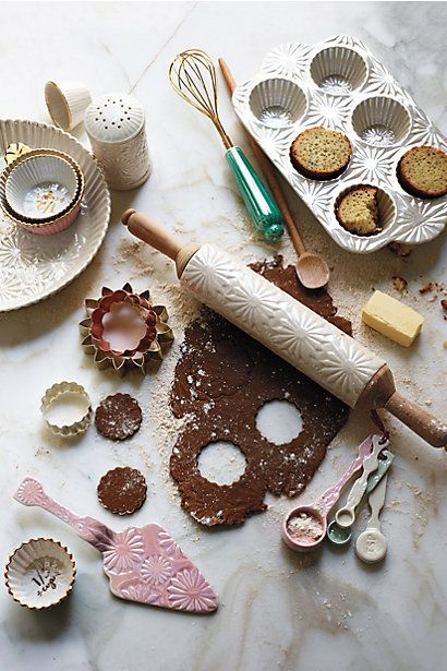 The perfect gift for the baker in your life! | Raised Bloom Pie Pan #anthropologie