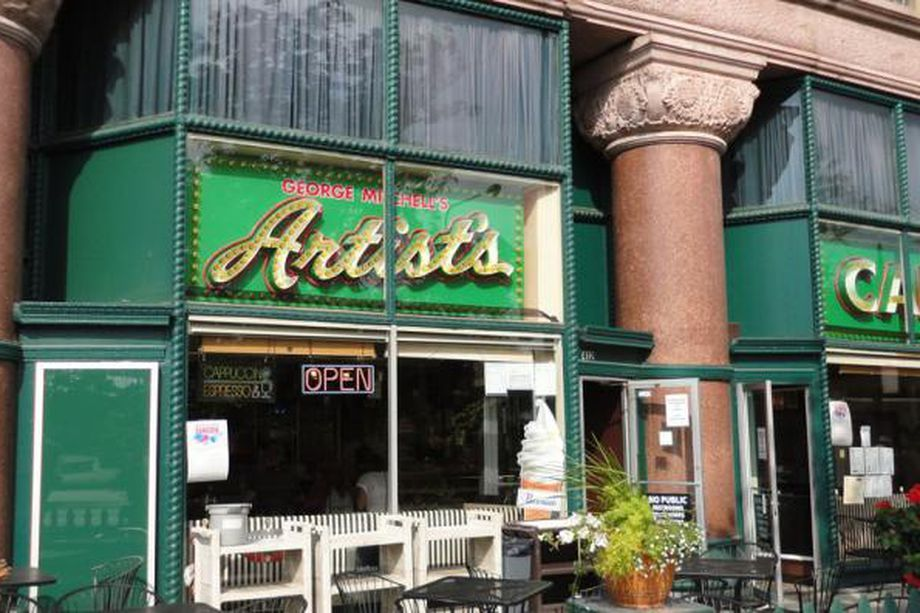 Artists cafe a downtown chicago landmark for nearly six