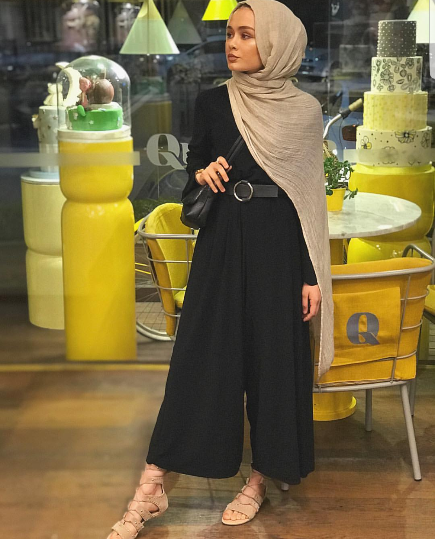 Basic Black Hijab Outfit Ideas | Black hijab, Street hijab ...