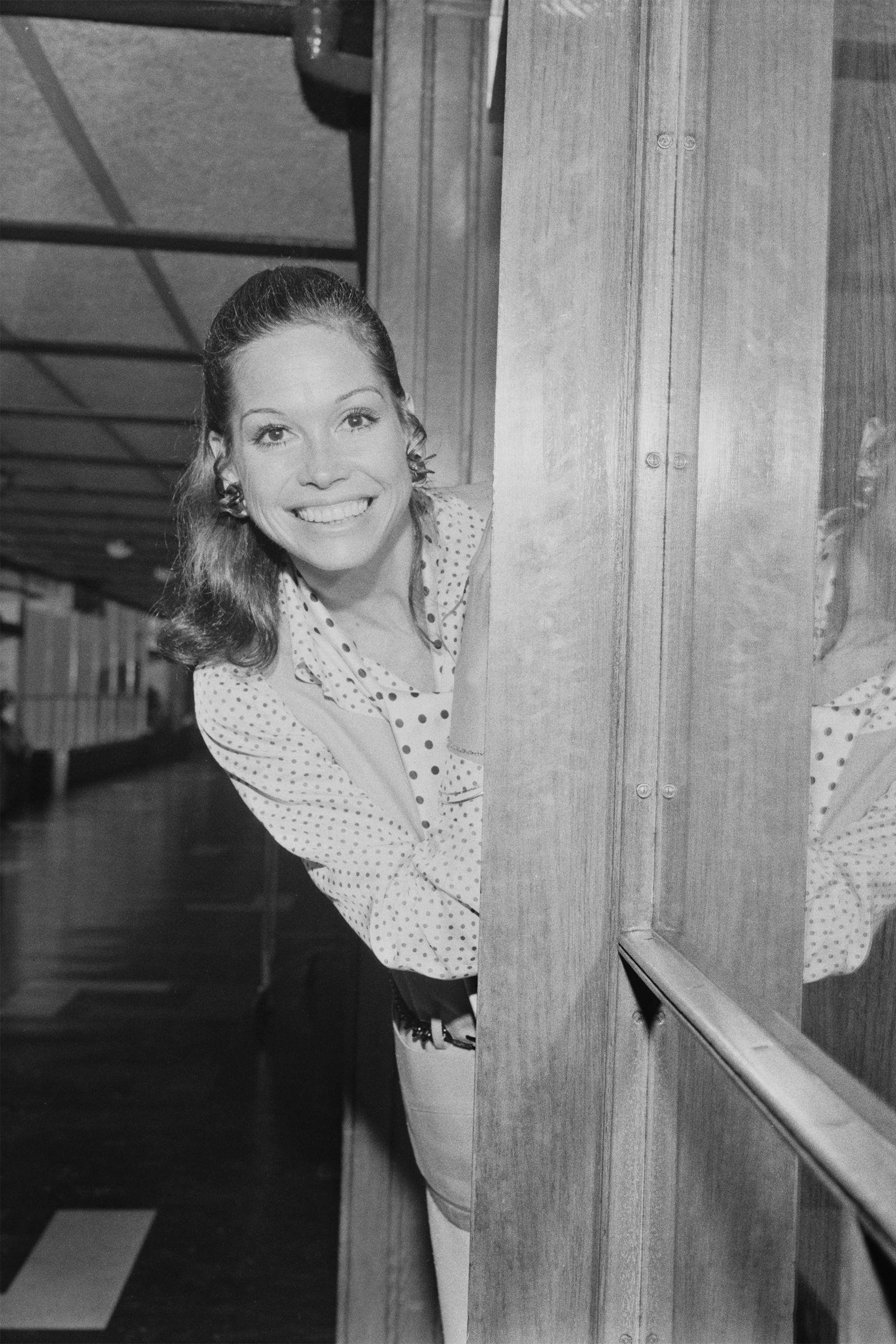 A Look Back at Mary Tyler Moore's Life in Photos - HarpersBAZAAR.com