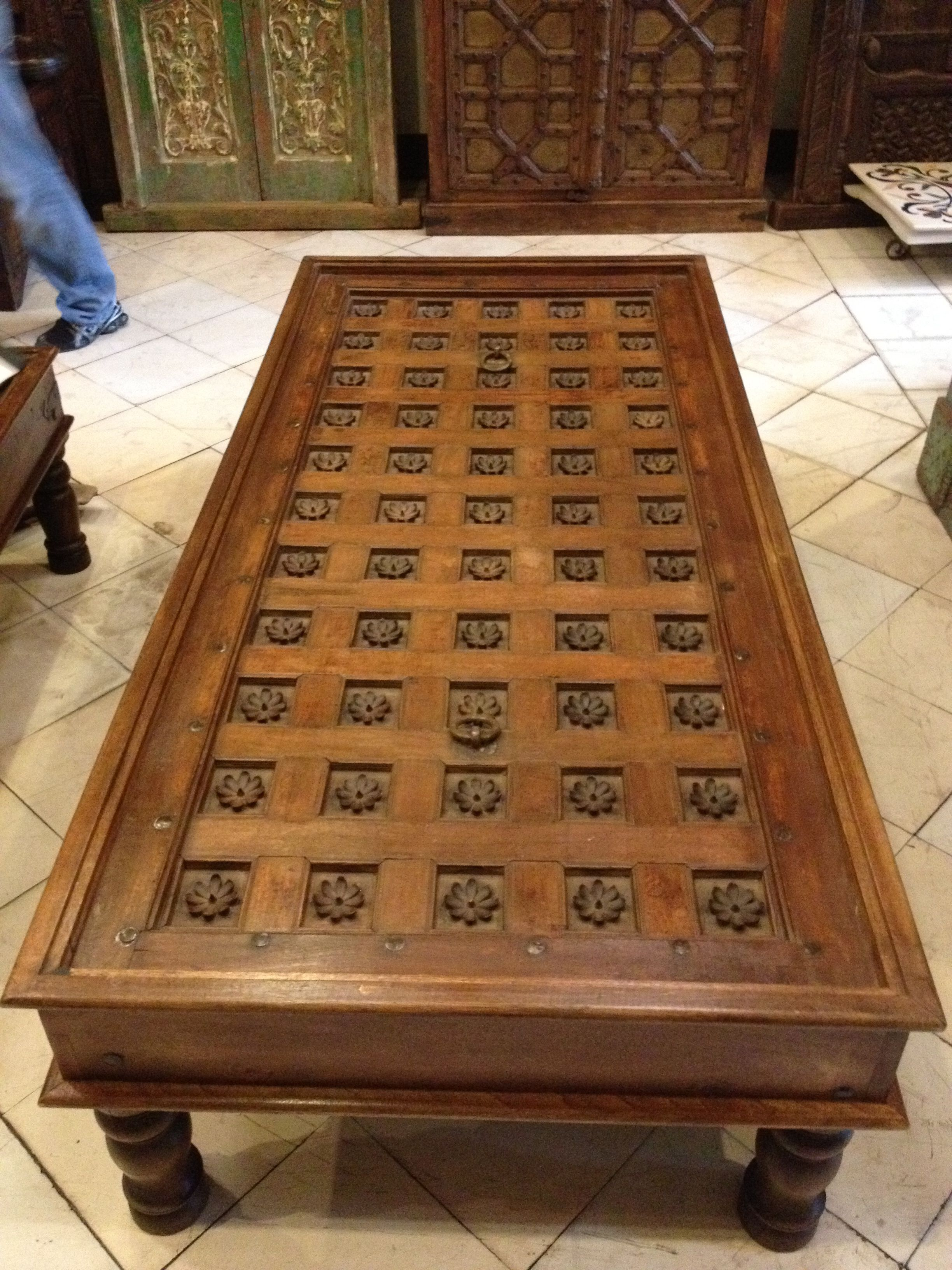 Podemos decorar tu casa con antig edades o incluso hacerte for Mesas hechas con puertas antiguas
