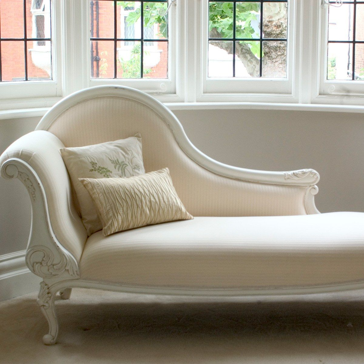 - Classical White Chaise Longue โซฟา