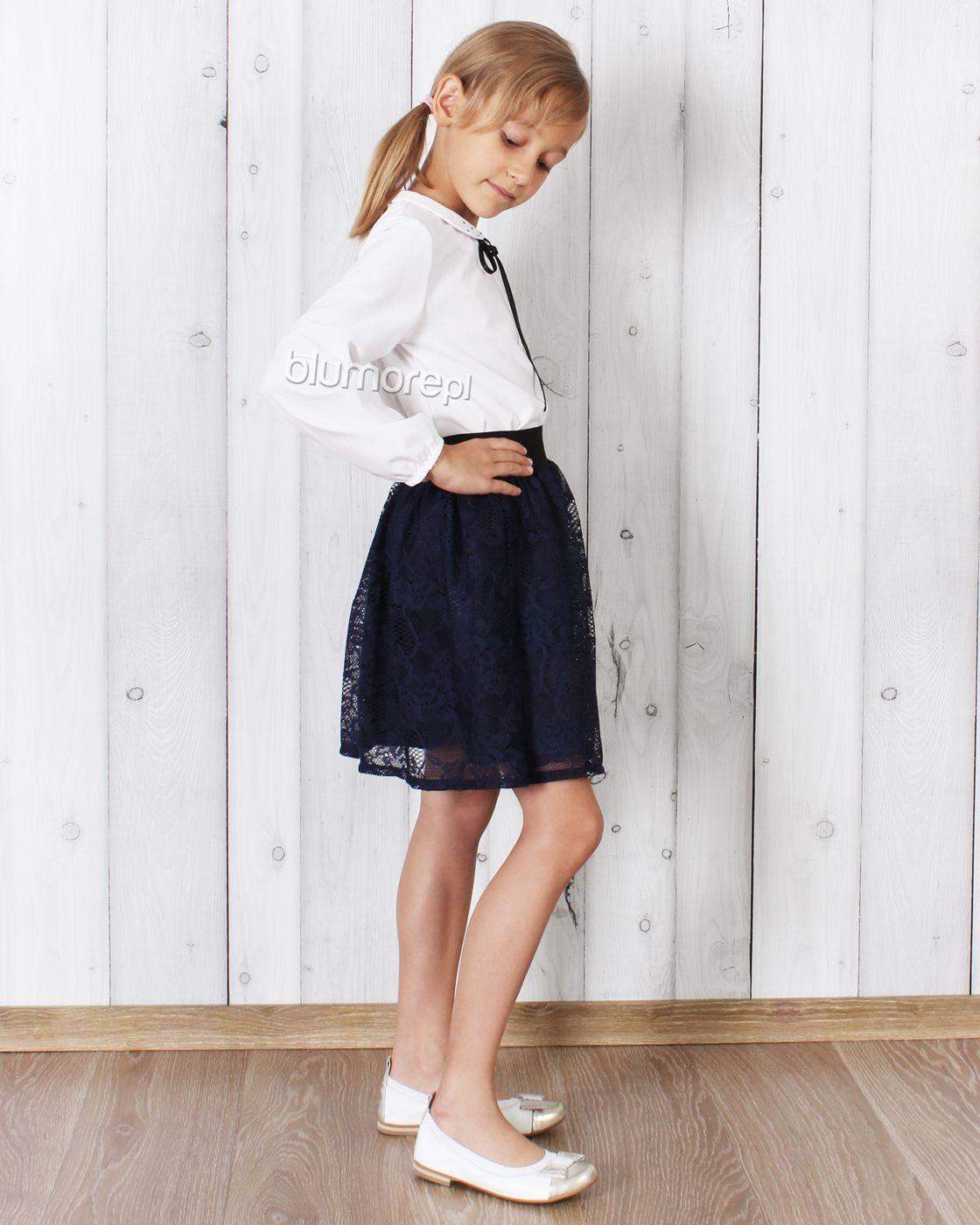c877439e07 Piękna koronkowa spódniczka dla dziewczynek ceniących wygodę i modne  stylizacje. Do stroju dobierz białą bluzeczkę
