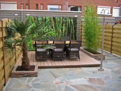 Tuinposter achter de loungeset tegen de schuur en de for Schutting intratuin