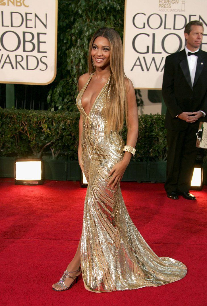 2259ae654940fd Pin for Later: Die glamourösesten Kleider vergangener Golden Globes Beyoncé  bei den Golden Globes (2007)