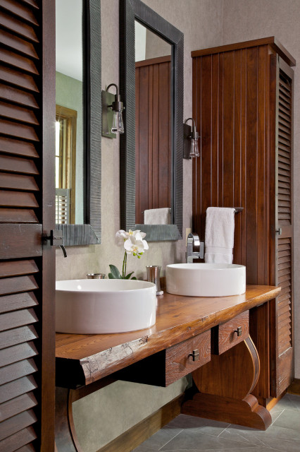 10 Ways To Add Warmth And Personality To Your Bathroom In 2020 Interior Design Furniture Rustic Lake Houses Rustic Bathroom