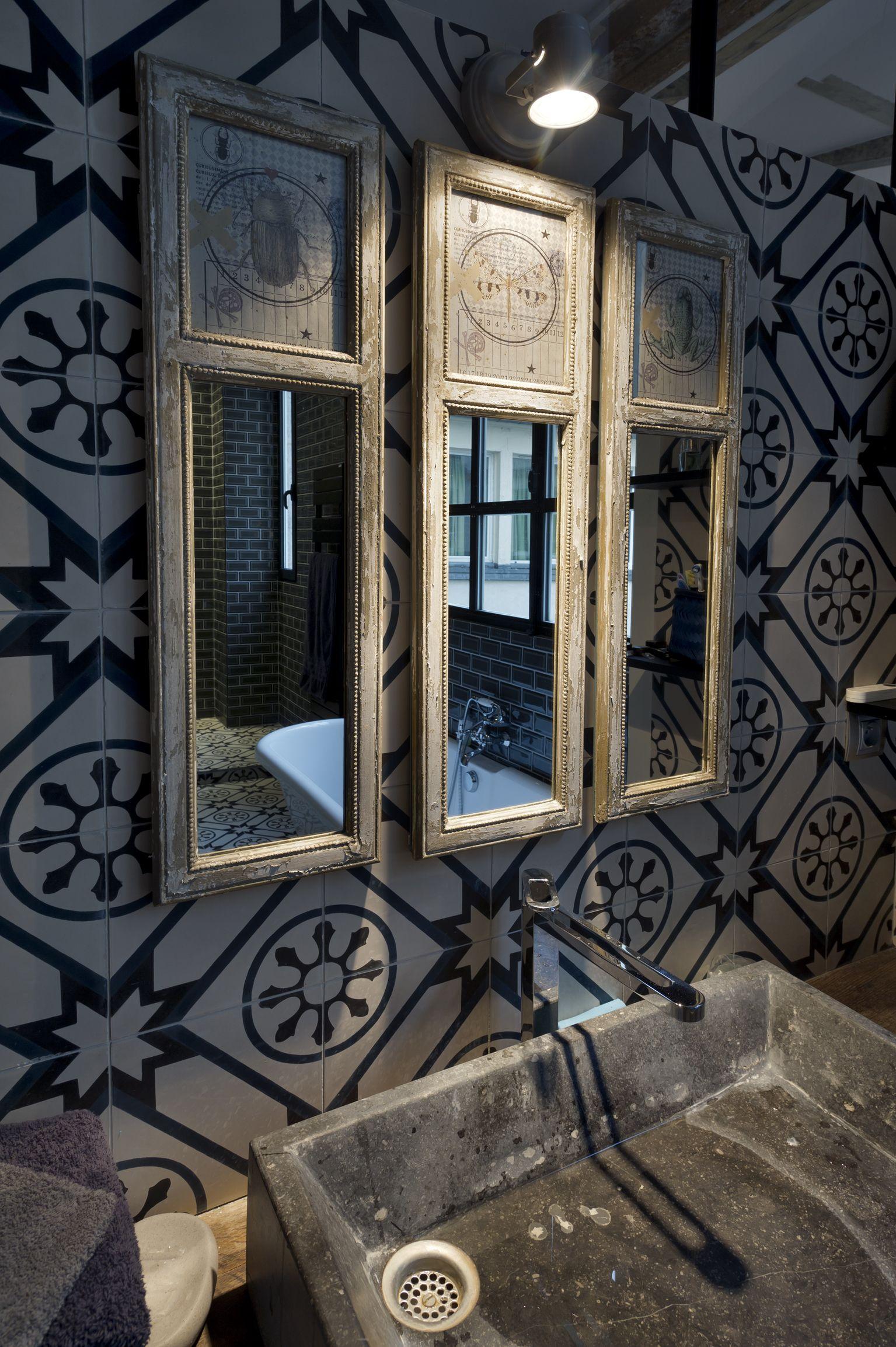 36 idées déco avec des motifs carreaux de ciment   Mirror bathroom ...