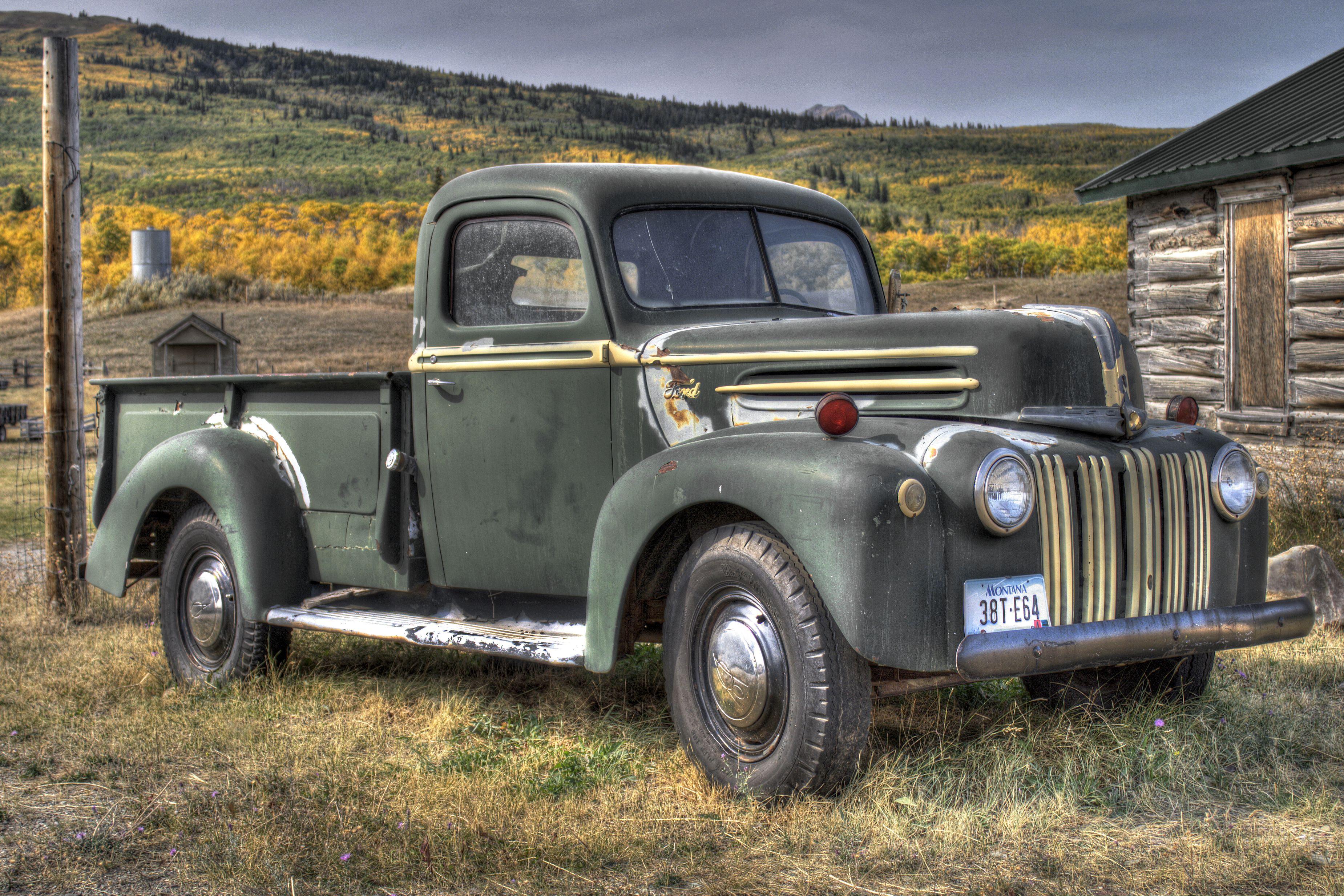 Old Truck, Montana Old trucks, Antique trucks, Vintage