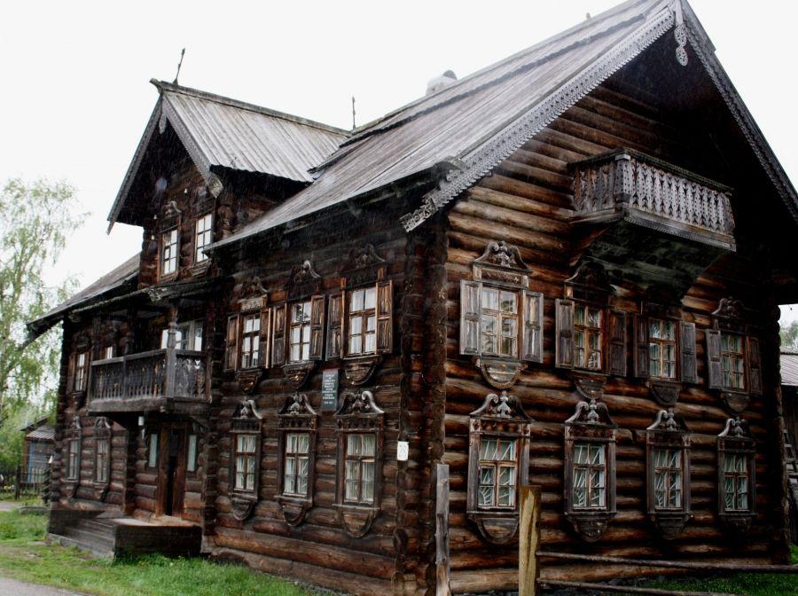 Дом из бревна под ключ-фрагмент фасада