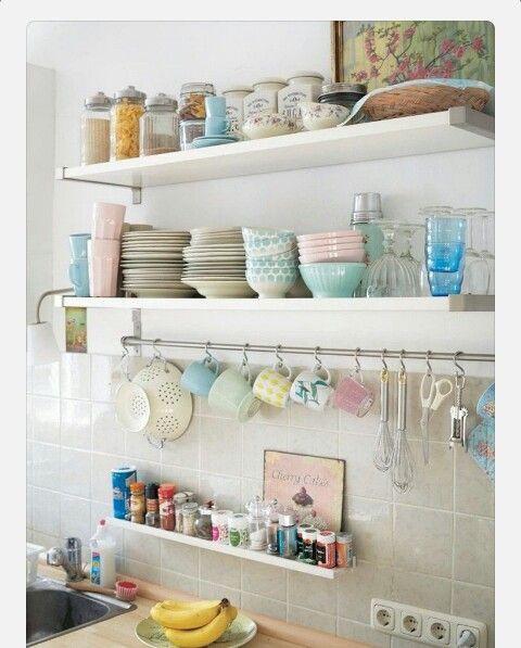 Renkli mutfak eşyaları çok hoş