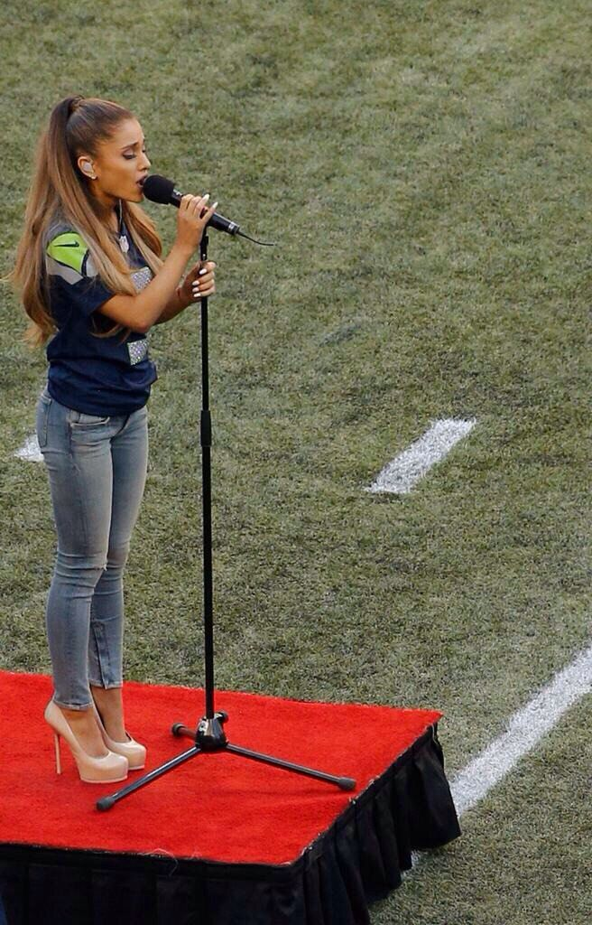 664f8d29a Ariana performing The National Anthem at the NFL Kickoff 2014 | My ...
