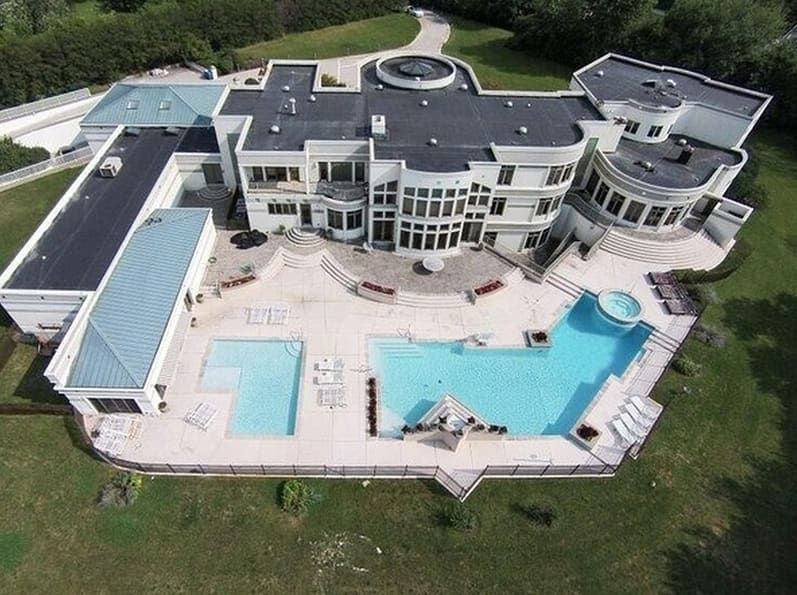 Contemporary style mega mansion on 3 acres! 3312 Midwest Road, Oak