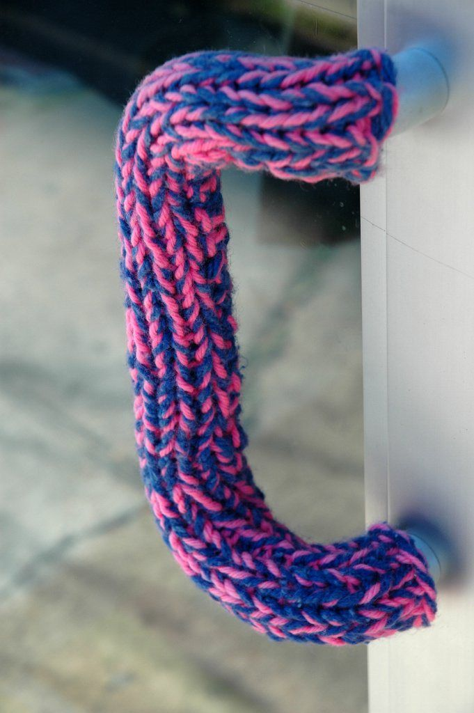 Poignée de porte recouverte de tricot