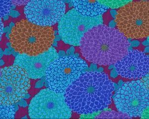 "Feiner Patchworkstoff ""Joy"" mit Bonbon-Dahlien, blau-helles aubergine-lila"