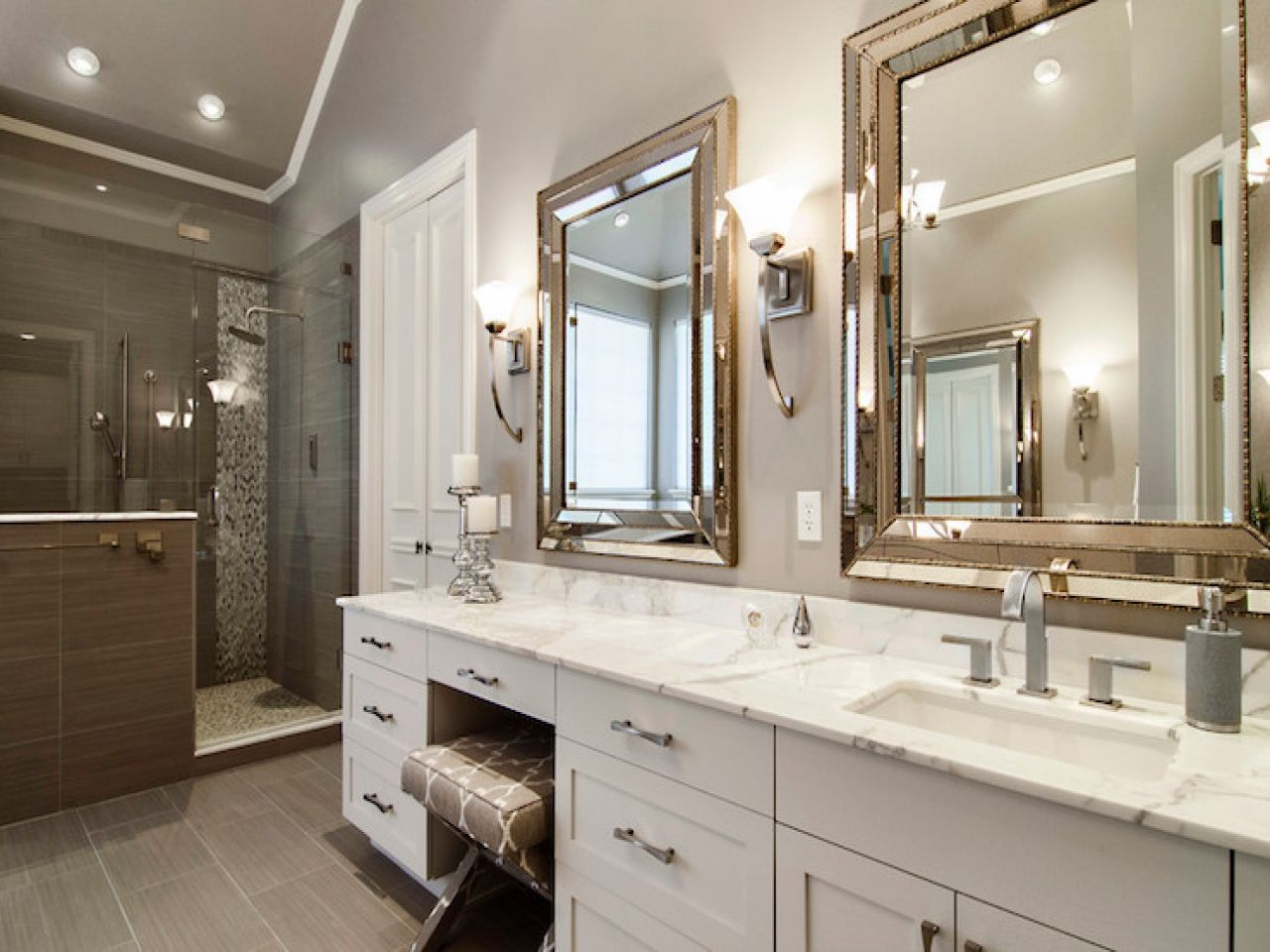 15 Extraordinary Transitional Bathroom Designs For Any Home Farmhouse Master Bathroom Bathroom Remodel Master Transitional Bathroom Design