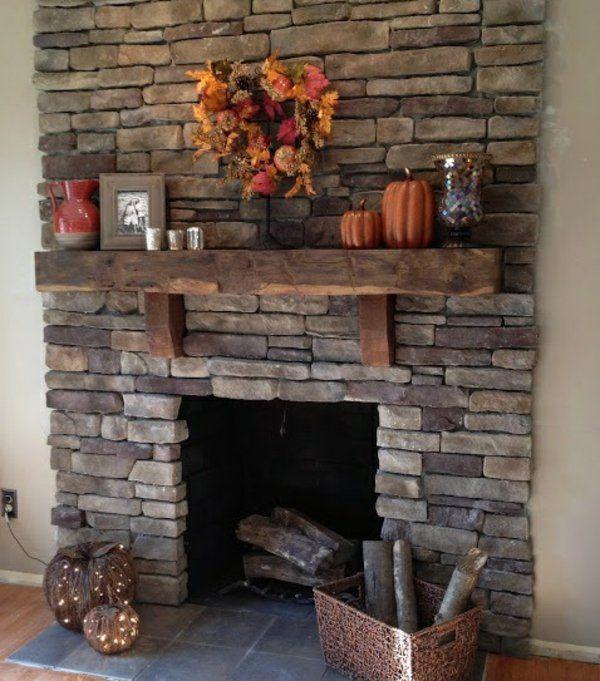Steinwand Im Wohnzimmer Rustikal Holzboden Und Kamin