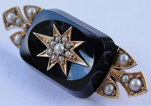 Victorian 15ct Gold, Onyx & Seed Pearl Brooch