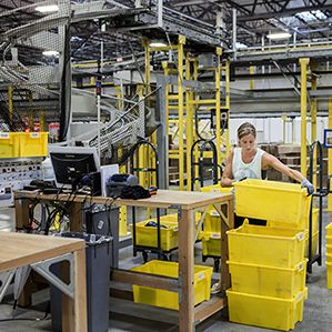 At Amazon Warehouses Humans And Machines Work In Frenetic Harmony