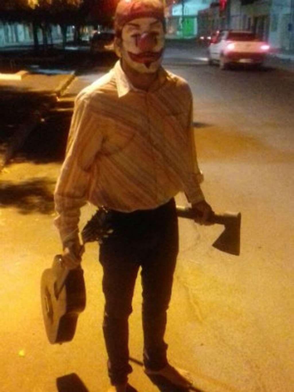 InfoNavWeb                       Informação, Notícias,Videos, Diversão, Games e Tecnologia.  : PM prende jovem que assustava pessoas na Bahia ves...
