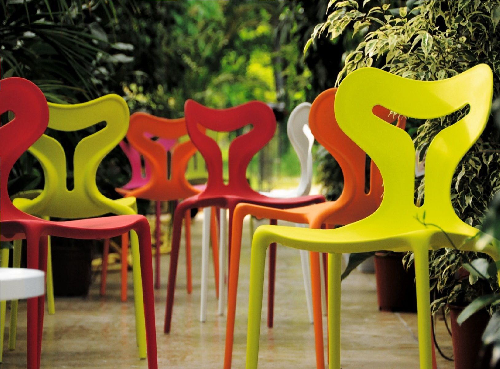 These Area 51 Dining Chairs Are Perfect For Brightening Up Your Dining Room Or Your Garden Patio Calligaris Contemporary Outdoor Chairs Indoor Outdoor Chair