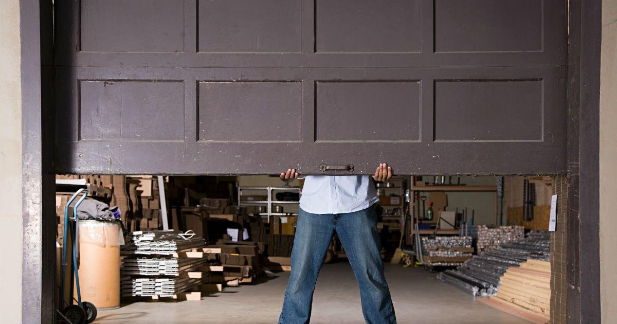 Garage Door Repairs With Images Garage Doors Garage Door
