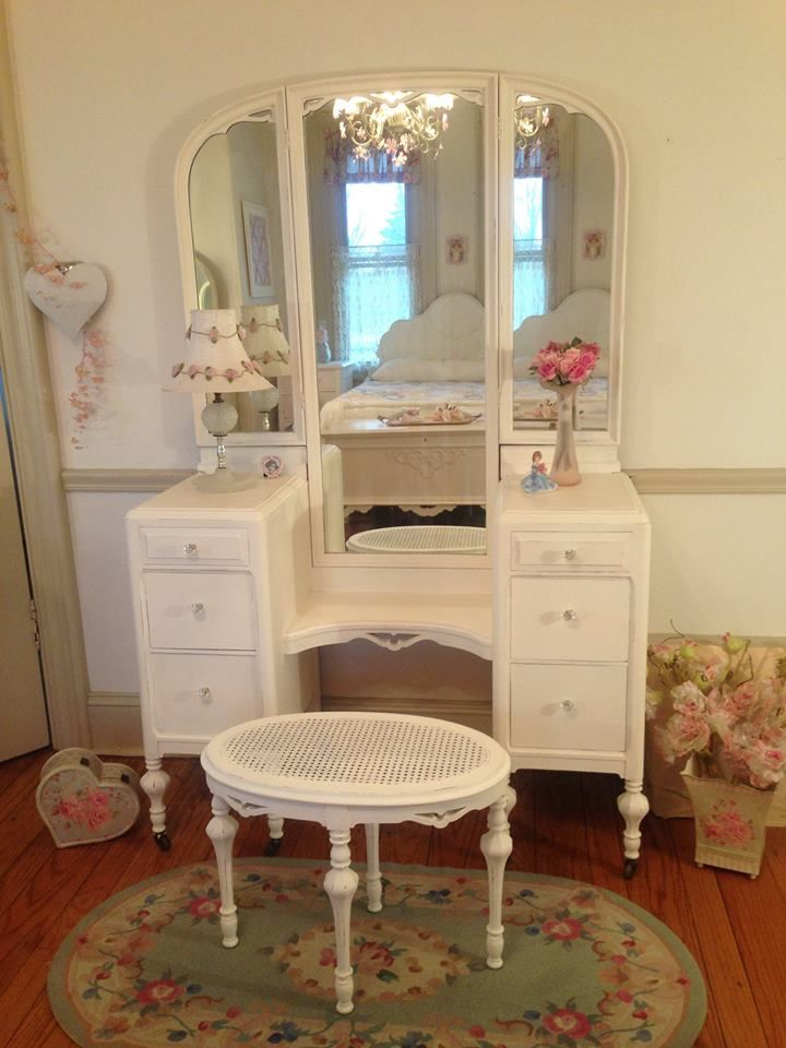 Stunning White Antique Vanity with Tri-fold Mirror and Matching Oval Cane  Bench - Stunning White Antique Vanity With Tri-fold Mirror And Matching